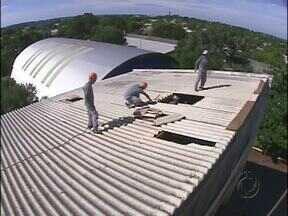 Defesa Civil libera o prédio do Colégio Carlos Drumond de Andrade em Foz - O local estava interditado por problemas no telhado desde quinta-feira passada