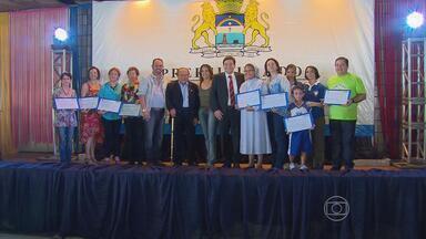 Dinheiro arrecadado no Baile Municipal do Recife é doado - A quantia foi entregue pela Prefeitura do Recife nesta sexta a instituições de caridade.