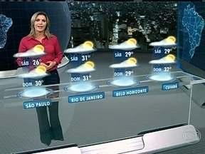Calor deve diminuir em parte do Sudeste e Centro-Oeste no sábado (23) - Em São Paulo, os termômetros não passam dos 26ºC por causa do tempo mais fechado. No Rio, onde as máximas esbarraram nos 40ºC, a máxima será de 31ºC, porque deve voltar a chover. Há previsão de chuva para grande parte do Brasil.