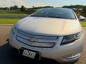 Volt é elétrico com extensão de autonomia da Chevrolet - Inovar para mudar. Esse lema casa bem com a turma da ecologia. Dos carros populares à Fórmula 1, o assunto é um só: eficiência energética. O Volt trabalha com dois motores elétricos e um à combustão.