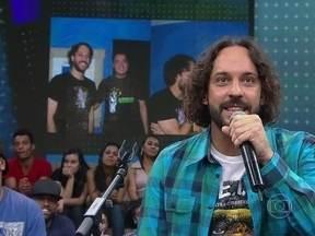 Gabriel O Pensador conversa com fã que fez tatuagem para homenageá-lo - Netto enviou uma foto para o 15 Segundos de Fama e participou do Altas Horas