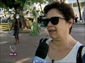 Cariocas defendem saída do papa: 'Ele merece um descanso' - Povo nas ruas opina sobre saída do papa