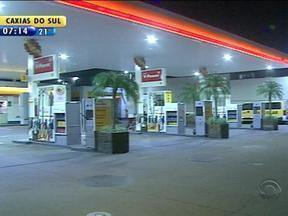 Posto de combustíveis é assaltado em Porto Alegre - Autores do crime seriam três adolescentes, segundo a Brigada Militar.