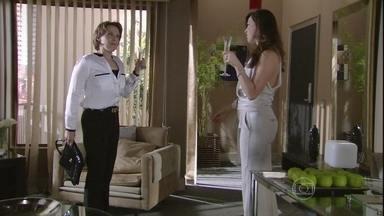 Rachel comenta com Lívia que vai testemunhar contra Wanda - Preocupada, a vilã prepara mais uma seringa letal. Ricardo e Helô conversam sobre a boate onde Morena estava presa