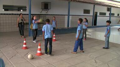 Materiais esportivos começaram a ser distribuídos para 50 escolas da rede pública - Serão instalados núcleos do programa Segundo Tempo, a proposta é estimular práticas esportivas entre os estudantes.