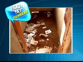 Morador reclama de casa abandonada em Uberaba, MG - Segundo ele, local serve de banheiro público e para usuários de drogas. Prefeitura respondeu informando que enviará um técnico ao local.