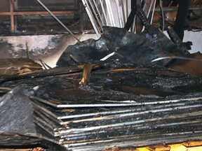 Incêndios causam prejuizos em SP - Um incêndio aconteceu em Diadema, por volta das seis da tarde e só foi totalmente controlado às dez da noite, do último domingo. O outro incêndio aconteceu na biblioteca da Universidade Estadual de Campinas. Ninguém ficou ferido.