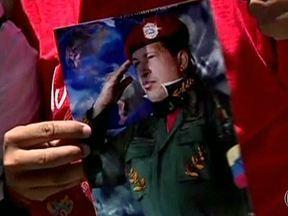 Manifestantes cobram explicações sobre saúde do presidente Hugo Chávez - Na Venezuela, manifestantes cobraram explicações sobre a saúde do presidente Hugo Chávez. Estudantes e políticos de oposição foram às ruas no domingo (3). Nenhuma imagem de Chávez foi divulgada desde que ele voltou de Cuba, há duas semanas.