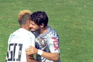 Em jogo com foco em Neymar e Pato, defesas de Santos e Corinthians se destacam - Com boas atuações dos zagueiros e atacantes apagados, clássico fica no 0 a 0