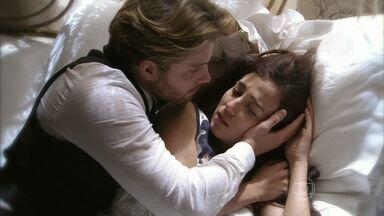 Edgar tira Laura do sanatório - Ela chora ao acordar em casa e pede que o marido ajude Judite. Albertinho questiona Constância, e as palavras dela o fazem lembrar do episódio na casa de Umberto