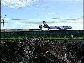 Aeroporto: Londrina aguarda certidão para liberar dinheiro para desapropriações - A desapropriação é necessária para ampliação da pista. Por enquanto somente os imóveis da área sul foram demolidos.