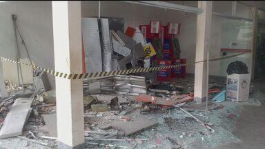 Caixas eletrônicos são explodidos em Peruíbe - Assaltantes trocaram tiros com a polícia