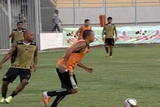 Botafogo-PB se prerara para a 2ª fase do Paraibano - O técnico Marcelo Vilar não vai poder contar com o volante Fernando e o zagueiro Osmar, entregues ao departamento médico. Os dois desfalcam o Belo na partida do domingo, contra o CSP.