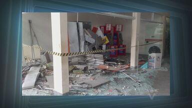 Polícia procura homens que explodiram caixas eletrônicos em Peruíbe, SP - A polícia está a procura dos homens que explodiram três caixas eletrônicos durante a madrugada desta sexta-feira (8), em Peruíbe, no litoral de São Paulo.
