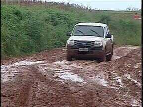 Moradores de Mamborê e Luiziana reclamam das condições da PR 553 - Quando chove a situação fica ainda pior