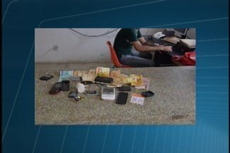 JPB2JP: 3 operações pente-fino foram realizadas na Paraíba - Encontrados, entre outros, celulares, aparelhos de TV, caixas de som e muitos espetos e facas artesanais.