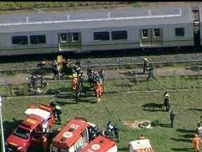 Pane no metrô deixa passageiros do DF em pânico - Eles quebraram os vidros das janelas e pularam dos vagões. Muitos passaram mal. Ao menos 20 passageiros foram levados para os hospitais da região, nenhum com gravidade.