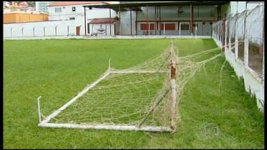 Menino fica em estado grave após ser atingido por trave em campo de futebol - Acidente aconteceu em São Lourenço, no Sul de Minas