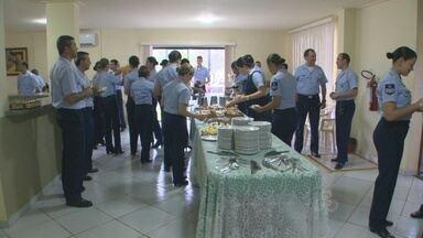Base Aérea de Porto Velho homenageia mulheres no Dia Internacional da Mulher - Com direito a música ao vivo elas ganharam café da manhã.