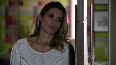 Celso vai à casa de Érica - Ele fica abalado com os comentários da veterinária sobre sua relação com a ex-mulher