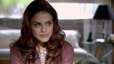 Antonia pergunta sobre Wanda para Rosângela - A ruiva se lembra das recomendações de Russo e Irina e não dá nenhuma informação