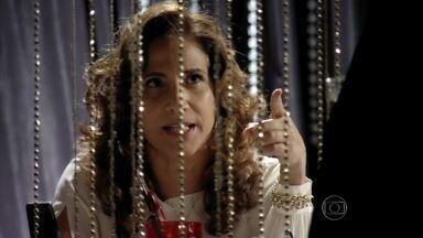 Salve Jorge - Capítulo de sexta-feira, dia 08/03/2013, na íntegra - Wanda sugere que Zyah e Mustafa estão unidos a Helô