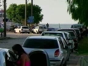 Fila de veículos que usam as balsas para travessia entre Rio Grande a São José do Norte - Dezenas de veículos não conseguiram atravessar a Lagoa dos Patos.