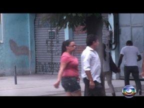 """Investigação mostra como agia quadrilha de tráfico de drogas chefiada por uma mulher - Andréia Vieira de Oliveira, conhecida como """"Tia"""", era a chefe da quadrilha no Morro da Providência. A favela recebeu uma UPP em 2010. Os traficantes deixaram de ostentar fuzis, mas nunca pararam de vender drogas. Eles mudaram a comercialização."""