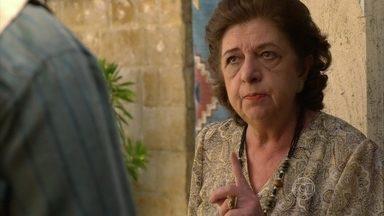 Cyla afirma que descobrirá quem é o pai do filho de Morena - Morena conta para Demir que falou com Helô. Cyla estranha a forma como ela trata Murat e desconfia que Demir seja o pai da criança