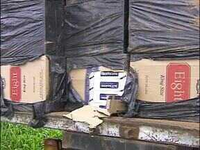 Polícia Federal apreende eletrônicos e cigarros contrabandeados - O motorista do caminhão que transportava o cigarro foi preso