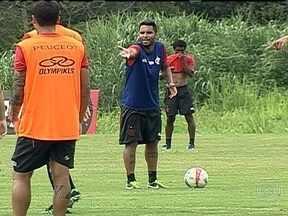 Clima de tranquilidade acaba no Flamengo após tropeço na estreia da Taça Rio - Rubro-negro perdeu para o Resende, de virada, por 3 a 2. Atletas discutiram durante treinamento.