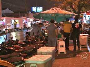 Vendedores de salgados na Avenida Beira Rio foram notificados para deixar o local - De acordo com a Secretaria de Meio Ambiente da capital, eles estão irregulares.