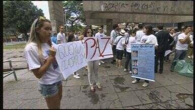 Amigos de engenheiro morto em assalto protestam em Belo Horizonte - Amigos de engenheiro morto em assalto protestam em Belo Horizonte