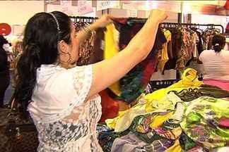 Expovestir atrai milhares de consumidores, em Goiânia - O evento realizado no Centro de Convenções da capital traz novidades da moda. Além disso, o preço baixo atrai compradores de diversas regiões do estado.