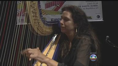 """Espetáculo no Santa Isabel destaca o som da harpa - Harpista Cristina Braga está na programação deste sábado do projeto """"Virtuosi sem fronteiras"""", que tem entrada franca."""