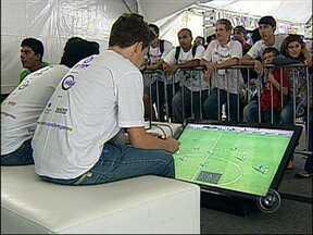 TEM Games reúne 500 jogadores em Sorocaba, SP - O TEM Games, maior campeonato de videogame do interior do estado, teve seu primeiro dia de disputas em Sorocaba (SP), neste sábado (16). A competição reuniu 500 participantes em duas modalidades.