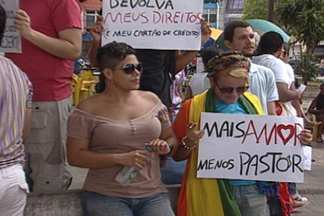 Protesto no Centro de João Pessoa contra a eleição de Marco Feliciano - Grupo usou cartazes pra chamar atenção do pessoense contra o pastor que preside a Comissão de Direitos Humanos.