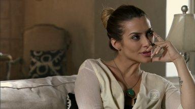 Zyah não vai ao encontro com Bianca - Bianca fica revoltada e acredita que Zyah tenha descoberto que a turista que o contratou era ela