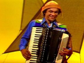 Fantástico mostra paixão nacional pelo forró - O Fantástico de 16 de março de 1975 mostrou a paixão nacional pelo forró. O programa trouxe ainda um musical de Dominguinhos com Jackson do Pandeiro.