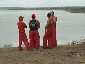 Buscas por vítimas de naufrágio em Santo Estevão recomeçam nesta segunda - Duas crianças e um homem ainda não foram encontrados.