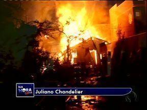 Incêndio em residência mata pelo menos 30 cães; dizem bombeiros - Incêndio em residência mata pelo menos 30 cães; dizem bombeiros