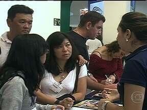 Estudantes brasileiros estão na mira de universidades estrangeiras - Universidades estrangeiras renomadas investem, cada vez mais, nas ofertas para estudantes brasileiros, com cursos de línguas e até de graduação no exterior.