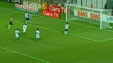 Zagueiro Rever faz três gols e pede música no Fantástico - Jogador fez três gols contra o América-MG.