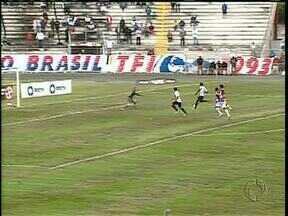 Paraná e Atlético ignoram gramado ruim e fazem jogo emocionante - Clássico de quatro gols destaca artilheiros de gerações distantes
