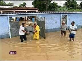 Chuva deixa desalojados também em Xerém, no Rio de Janeiro, e em São Paulo - Diversas pessoas deixaram suas casas depois da enchente