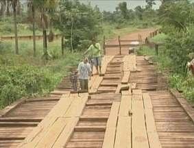 Ponte interditada dificulta acesso dos moradores da zona rural a Guajará-Mirim, RO - Esta é a segunda vez em menos de seis meses que a Ponte Salomão é interditada, mas alguns moradores se arriscam ao tentar passar pelo local.