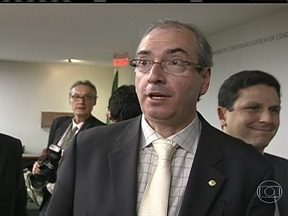 STF abre ação penal contra o deputado Eduardo Cunha - O Supremo Tribunal Federal abriu uma ação penal contra o deputado Eduardo Cunha, do Rio de Janeiro, por uso de documento falso. Para o MP, o deputado sabia que usava certidões falsificadas. Segundo denúncia, ele era o único favorecido com a fraude.