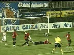 Atlético-PR vence Toledo por três a dois - Um Curitiba, o Atlético Paranaense venceu o Toledo por três a dois. Em Novo Hamburgo, no Rio Grande do Sul, o Internacional venceu o São Luiz por dois a um. A vitória foi do Santos na partida contra o Mirassol, também por dois a um.