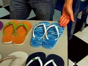 Equipamento que fabrica chinelos pode render 10 mil reais por mês - Uma empresa de São Paulo fabrica uma máquina de fazer chinelo e conquista clientes em todo o Brasil e no exterior. A máquina custa cerca de 2.500 reais e pode render lucros de até 10 mil reais por mês.