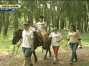 Método milenar usa cavalos no tratamento de pessoas com problemas motores - Ecoterapia deve ser feita pelo menos uma vez por semana.